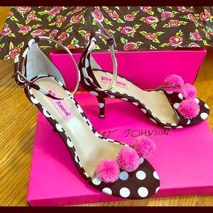 "Betsy Johnson Lylly 3.5"" heel, 8"